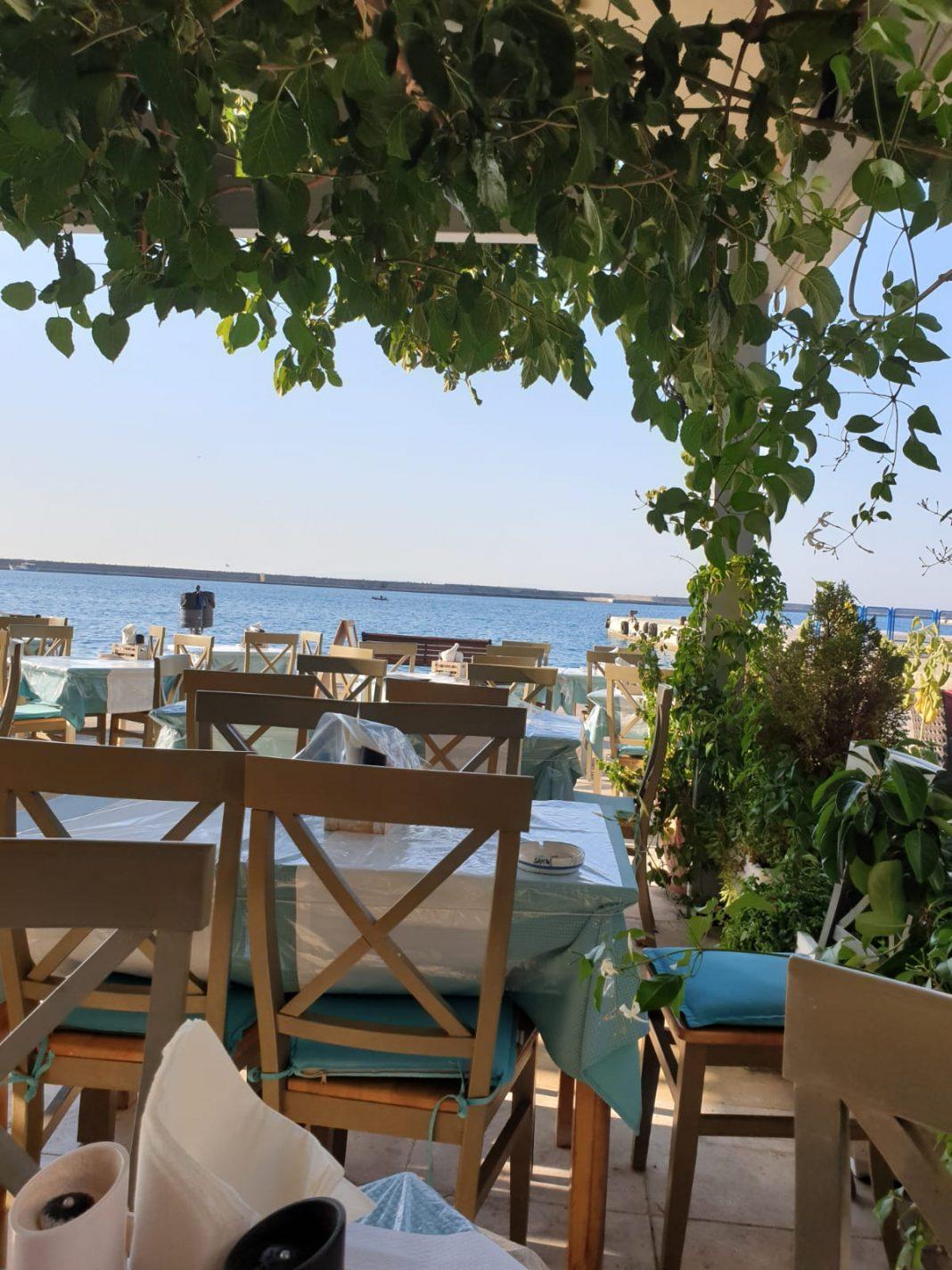 Restaurant Rendevous 2000 - Karlovasi Haven - Bezienswaardigheden Karlovasi op Samos